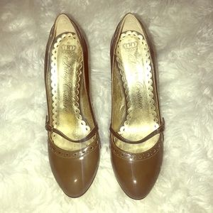 Juicy Couture brown round toe pumps